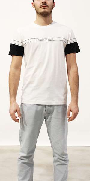 T-SHIRT CALVIN KLEIN BLOCKING LOGO TAPE